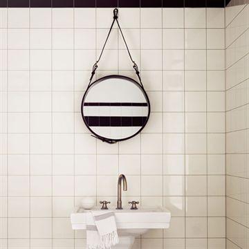 Spejl, Adnet mirror (Sort/Lille) - GUBI